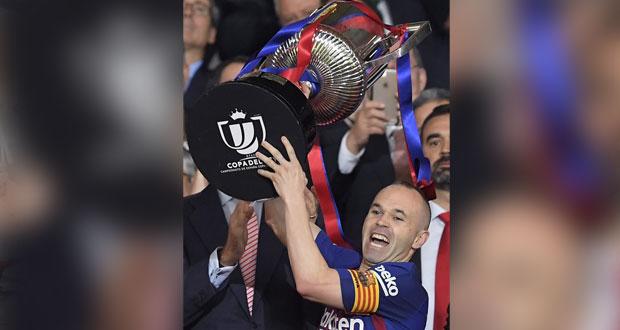 برشلونة يثقل شباك أشبيلية بخماسية تمنحه اللقب الرابع على التوالي في ختام كأس إسبانيا
