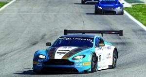 فريق عمان لسباقات السيارة يدخل التاهيلات الرسمية والسباق الأول بروح عالية