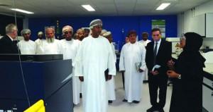 """وزير التجارة والصناعة يطلع على مشروع """"إنتاج صحار"""" ويتعرف على مراحله الحالية والمستقبلية"""