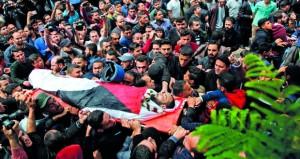 شهيد فلسطيني .. والجرحى يواصلون التدفق في مستشفيات القطاع