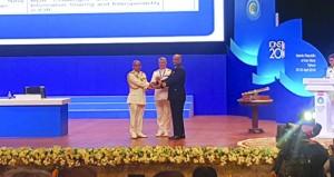 أحد ضباط البحرية السلطانية العمانية يحصل على المركز الثالث دوليًا في ورقة بحث علمية