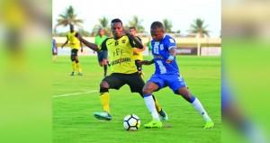 السويق يتمسك بالقمة هزم النصر بهدفين مقابل هدف واحد في دوري عمانتل