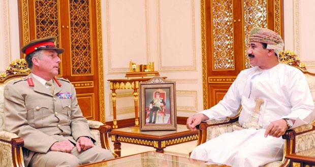 وزير المكتب السلطاني يستقبل رئيس أركان الدفاع العامة البريطانية
