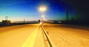 الانتهاء من مشروع إنارة طريق (عبري ـ ضنك) بالظاهرة