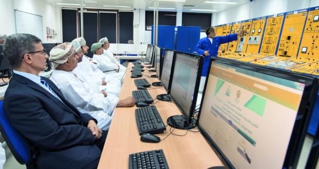 تدشين مختبر محاكي نظام القوى الكهربائية بكلية الهندسة بجامعة السلطان قابوس