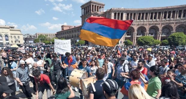مع تواصل الاحتجاجات.. أرمينيا تعلن انتخاب رئيس للحكومة أول مايو