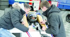 وسط موجة البرد والأمطار الغزيرة شهاب الحبسي يخوض اليوم السباق النهائي في سباق الفورمولا 4 بفرنسا
