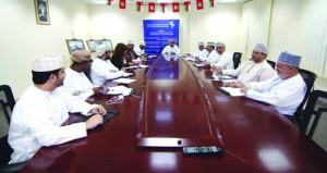 لجنة العلاقات العامة والإعلام بجمعية الصحفيين العمانية تناقش برامجها وأنشطتها