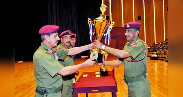 الحرس السلطاني العماني يكرم المجيدين من منتسبيه