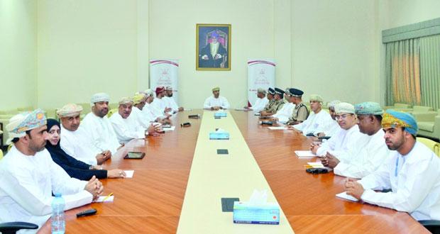 وزير الشؤون الرياضية يجتمع بالاتحاد العماني للرياضة المدرسية ورؤساء الاتحادات واللجان الرياضية