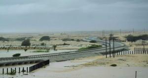 ولايات محافظة ظفار شهدت هطول أمطار شديدة مصحوبة بسرعة الرياح وارتفاع الموج منذ الصباح الباكر
