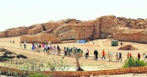 أكثرمن 10 آلاف زائر لمواقع أرض اللبان بظفار في أبريل