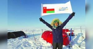 عمانتل تحتفي بأنيسة الرئيسية أول عمانية تتزلج على القطب الشمالي