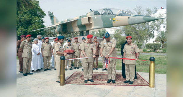 متحف قوات السلطان المسلحة يدشن طائرة الجاكوار ومقتنيات أثرية من بقايا أسطول فاسكو دي جاما