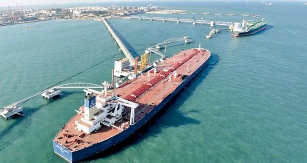 الخام العماني يحافظ على مستوى 75 دولارا .. والنفط يهبط وسط مؤشرات على وفرة المعروض