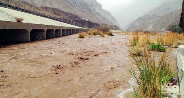 هطول أمطار متفاوتة الغزارة على عدد من ولايات السلطنة