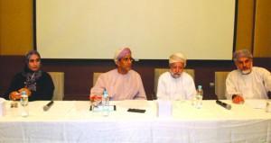 """أكادميون ومثقفون يناقشون واقع الإنتاج الثقافي """"الشعر والقصة والرواية"""" في عمان"""