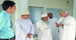 وزير التنمية الاجتماعية يتابع سير العمل بمشروع مبنى جمعية المرأة بسمائل