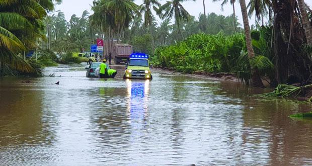 الاعصار (ميكونو) يتراجع الى منخفض جوي وتواصل لهطول الامطار على ولايات ظفار