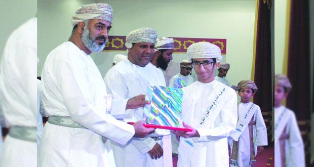 تعليمية مسقط تكرم 150 طالبا وطالبة في مسابقة القرآن الكريم