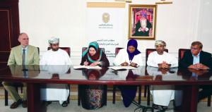 جامعة السلطان قابوس توقع برنامج تعاون بحثي مع مركز عُمَان للموارد الوراثية الحيوانية والنباتية