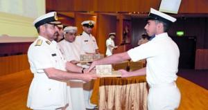 تخريج الدورة التطبيقية لفنيي البحرية السلطانية العمانية بالكلية العسكرية التقنية