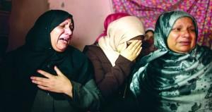 شهيدان متأثران بجراحهما في غزة .. والاحتلال يقمع مسيرات بحيفا
