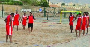 منتخبنا الوطني لكرة اليد الشاطئية يواصل تدريباته المكثفة بمجمع بوشر الرياضي