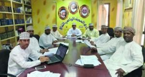 اجتماع لجنة مراجعة وتعديل لائحة الفرق الأهلية بنادي السويق