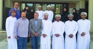 جامعة السلطان قابوس تنظم حلقة عمل حول الإدارة الرياضية وتحديات الرياضة النسائية