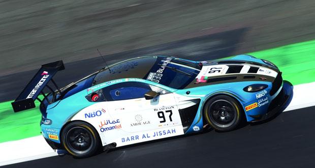 فريق عمان لسباقات السيارات يسجل توقيتا مثاليا في تجارب حلبة سلفرستون
