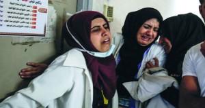 شهيد بالخليل والفلسطينيون يشيعون شهيدة الإسعاف