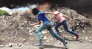 شهيد ومئات الجرحى الفلسطينيين في جمعة (الدم والمصير المشترك)