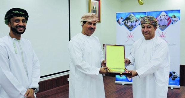تكريم الفرق الفائزة في المسابقة الثقافية لبلديات الداخلية