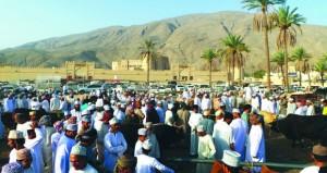 بداية هبطات عيد الفطر بسوق الرستاق