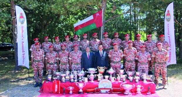 النبهاني يزور فريق قوات السلطان المسلحة للرماية المشارك في بطولة بزلي