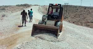 بلدية ظفار تواصل جهودها لاحتواء الآثار التي خلفتها الأنواء المناخية