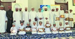 تكريم الفائزين في مسابقة حفظ القرآن الكريم بقلهات