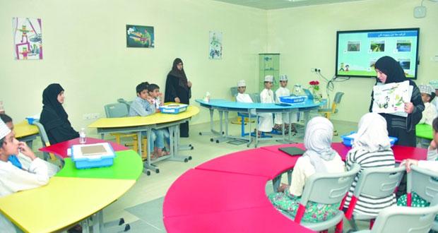 مركز العلوم والتكنولوجيا بتعليمية الداخلية ينفذ برنامج (رحلة ابتكار2)