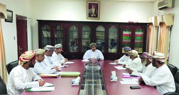 مناقشة طلبات المواطنين المتضررين من مشروع مصنع أسمنت عمان بالمسفاة