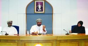وزير الخدمة المدنية يلتقي الدفعة الأولى من المشاركين في البرنامج الوطني لمسرعات الأداء الحكومي