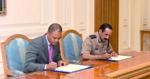 المفتش العام للشرطة والجمارك يوقع إتفاقية توريد وتركيب أجهزة تفتيش جمركي