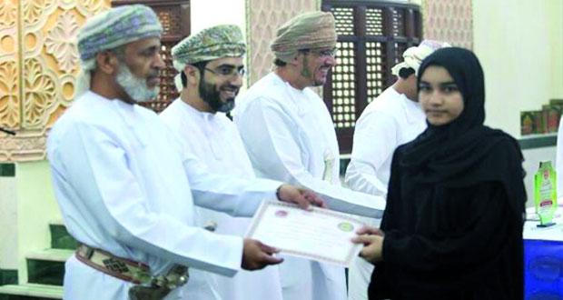 تكريم ٨٠ متسابقاً ومتسابقة في مسابقة حفظ القرآن الكريم بولاية شناص