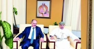 وزير الإعلام يستقبل رئيس اتحاد الصحفيين العرب