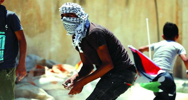 إصابات بالرصاص الحي والاختناق على حدود غزة والاحتلال ينكل بالفلسطينيين