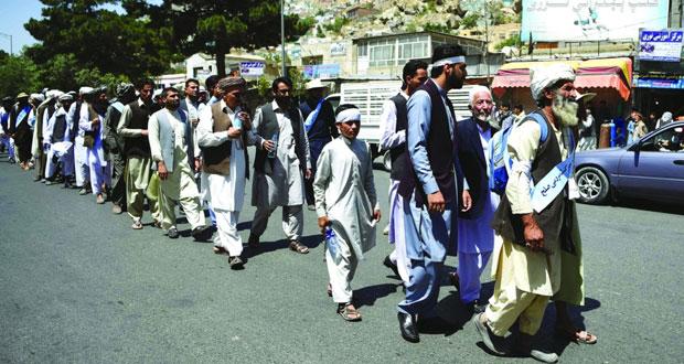 أفغانستان : وصول مسيرة سلمية إلى كابول وطالبان ترفض تمديد الهدنة