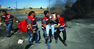 الاحتلال يفتح النار على المسيرات السلمية في غزة والضفة
