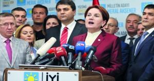 تركيا تعتقل العشرات فيما يتعلق بـ(الانقلاب) .. وسط دعوات لإبقاء حالة الطوارئ
