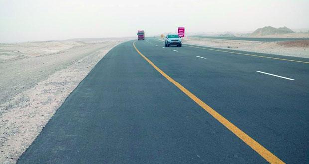 وزير النقل والاتصالات: افتتاح 170 كيلومترا من مشروع ازدواجية أدم ـ ثمريت نهاية العام الجاري