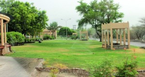 البلديات تواصل تنفيذ مشروع إعادة تهيئة حديقة فلج دارس بنـزوى